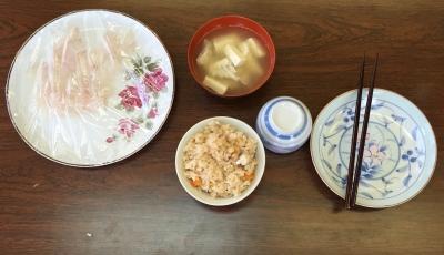 Itadakimasu!!! yeah sashimi, miso, gohan, ocha,, what a wonderful life..
